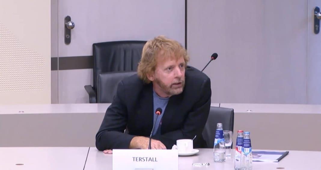 Eddy Terstall tijdens het rondetafelgesprek met de commissie SZW